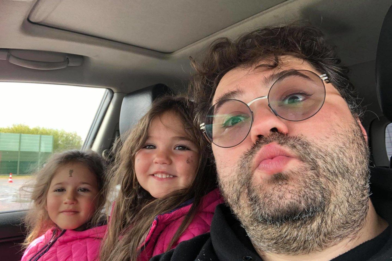 Rafailas Karpis su dukromis Rachele ir Lėja.<br>Asmeninio albumo nuotr.
