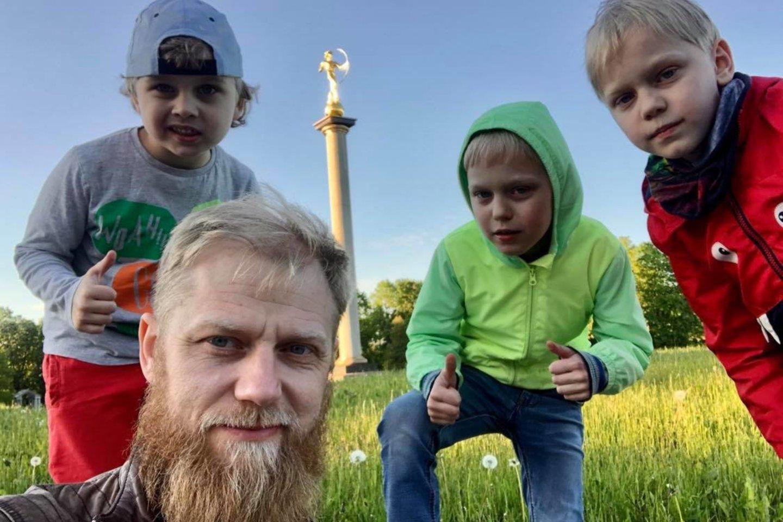 Povilas Velikis su sūnumis Kipru ir Gasparu.<br>Asmeninio albumo nuotr.
