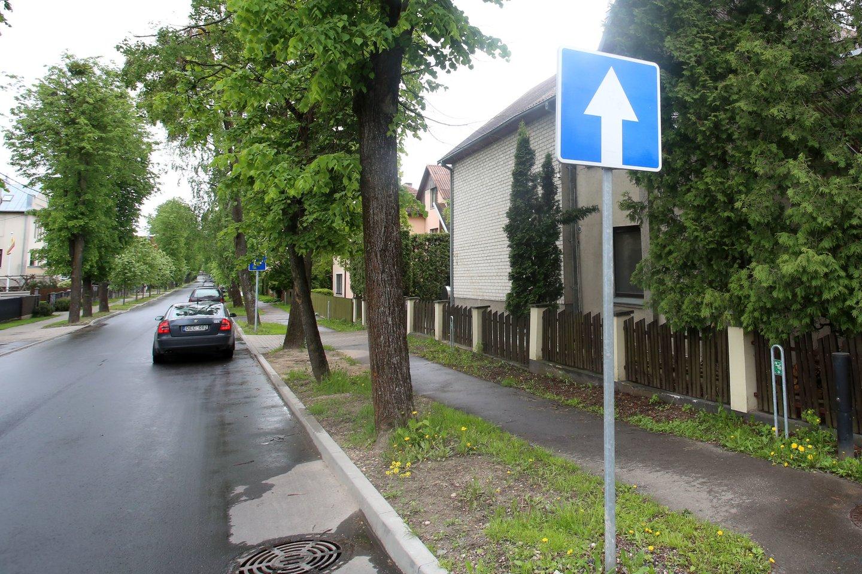 Algirdo gatvėje eismas vyksta viena puse ir gyventojai tuo nepatenkinti.<br>M.Patašiaus nuotr.