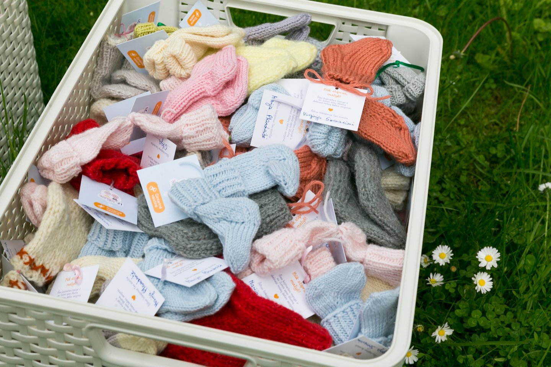 Minint tarptautinę vaikų gynimo dieną projekto organizatoriai šalies Ankstukų bendruomenei perdavė daugiau kaip 400 kojinaičių skirtų patiems mažiausiems ir silpniausiems šalies piliečiams.<br>T.Bauro nuotr.
