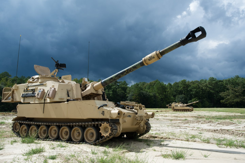 """Amerikiečių programos ERCA esmė –egzistuojančią M109 bazės """"Paladin"""" versiją pritaikyti šaudyti sviediniais su reaktyviniais varikliais, skirtais pataikyti į taikinius dideliu nuotoliu.<br>Wikimedia commons"""