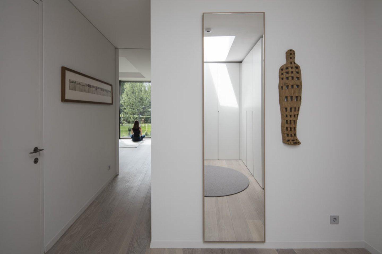Meno kūrinius šiuose namuose renkasi šeimininkė, save atsargiai vadinanti pradedančiąja kolekcininke.<br>I. Saudargaitės nuotr.