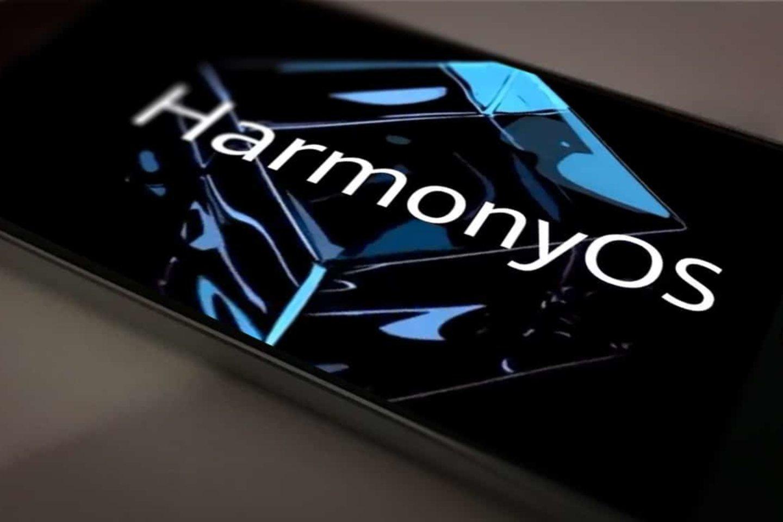 """Kinijos technologijų gigantė """"Huawei"""" trečiadienį pristatys naują savo operacinę sistemą mobiliesiems telefonams."""