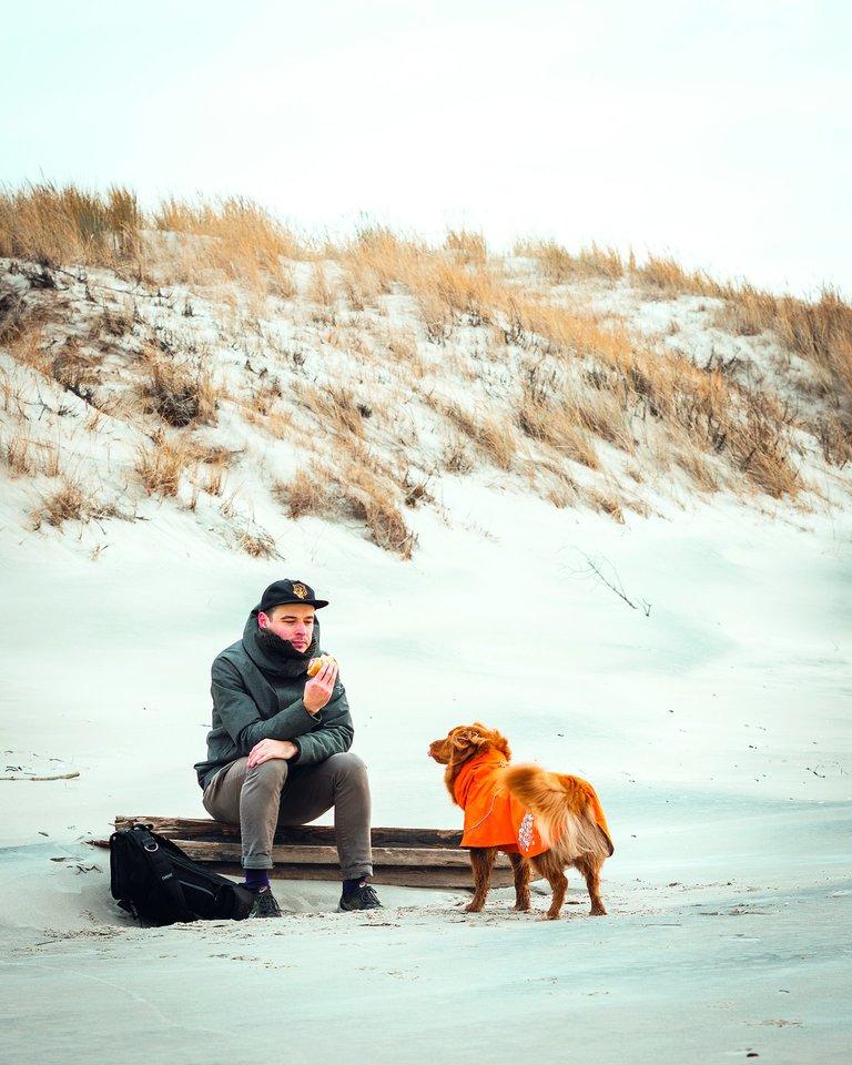 Šią žiemą D.Kunsmonas su Mėta laisvalaikį leido paplūdimyje Klaipėdoje.<br>Nuotr. iš asmeninio albumo