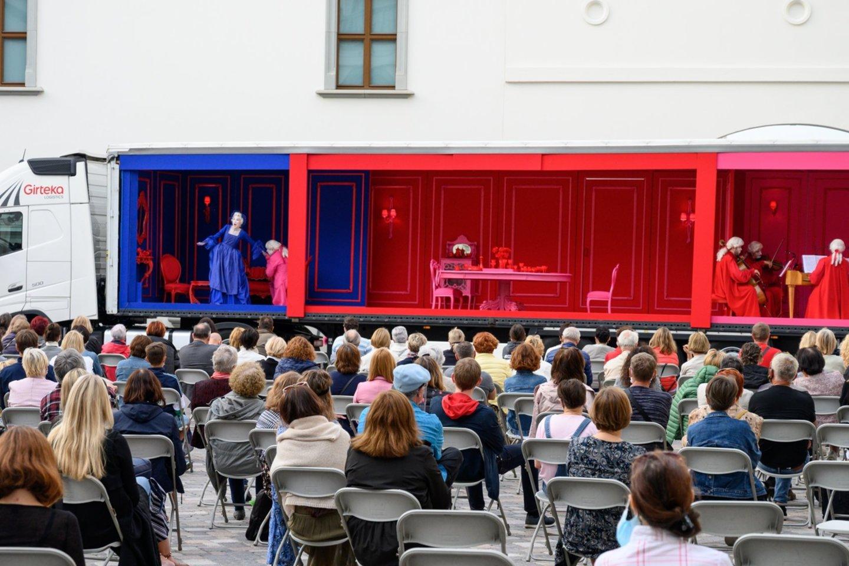 """Opera """"Tarnaitė ponia"""" Valdovų Rūmų kieme.<br>M. Aleksos nuotr."""