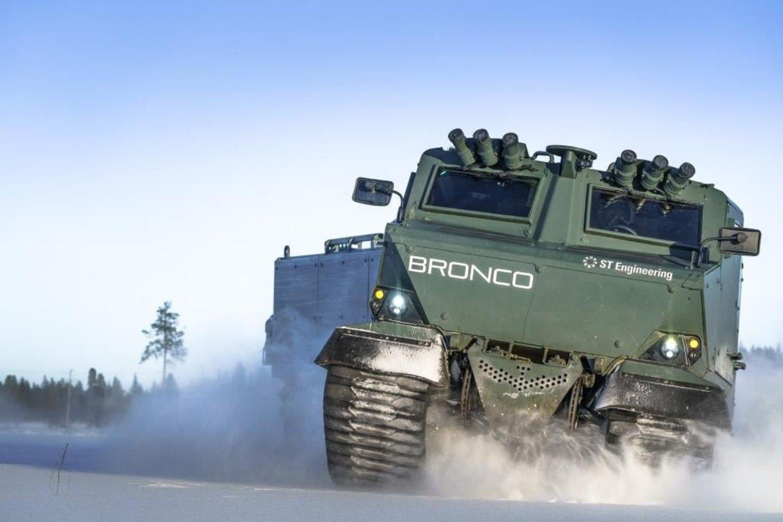 """Bendra """"Oshkosh Defense"""" ir """"ST Engineering"""" komanda pateiks singapūriečių """"Bronco 3"""" pagrindu sukurtą transporterį."""