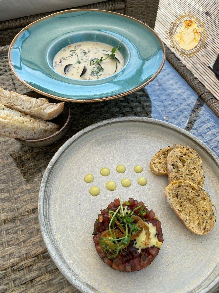 """""""Namų restoranas"""" Birštone. Kreminė jūros gėrybių sriuba – 4,95 euro ir tuno tartaras – 8,95 euro.<br>Nuotr. iš tinklaraščio """"Riebus katinas""""."""