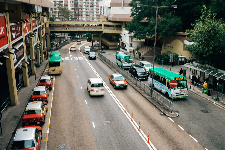 Honkongas garsėja milžiniškomis nekilnojamojo turto kainomis – dabar finansų centre viena vienintelė vieta automobiliui parduota už daugiau kaip milijoną eurų.<br>www.unsplash.com asociatyvi nuotr.