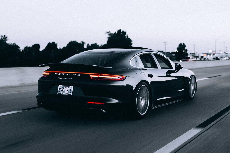 """""""Porsche"""" ketina didinti savo modelių gamą.<br>www.unsplash.com asociatyvi nuotr."""