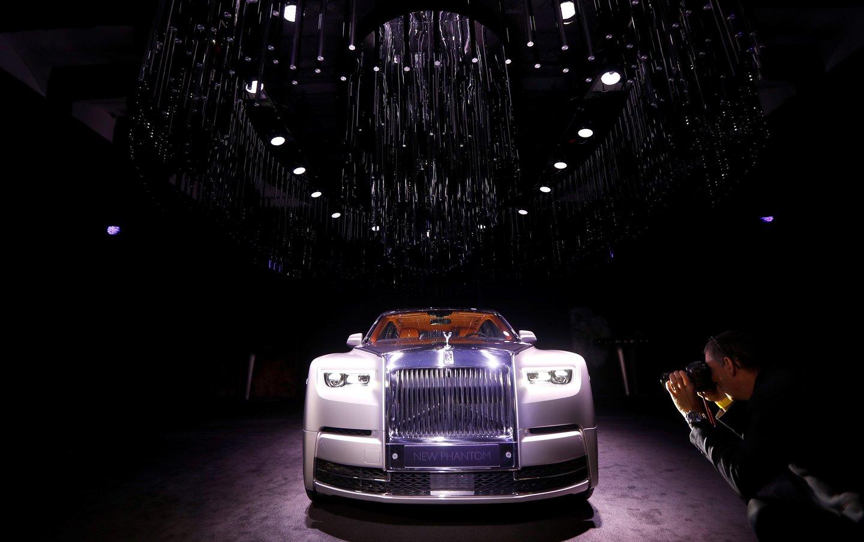 """1965 m. """"Silver Cloud"""" kvepalų, sukurtų specialiai """"Rolls-Royce"""" automobiliams, nenusipirksite niekur."""