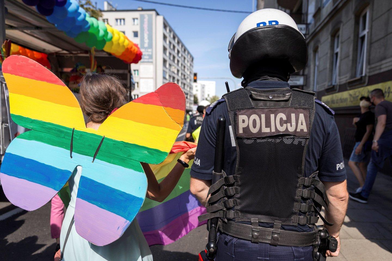 Ieškodamas partnerio policininkas įdėjo skelbimą į gėjams skirtą tinklapį, kuriame reklamavosi visiškai nuogas.<br>Reuters/Scanpix nuotr.