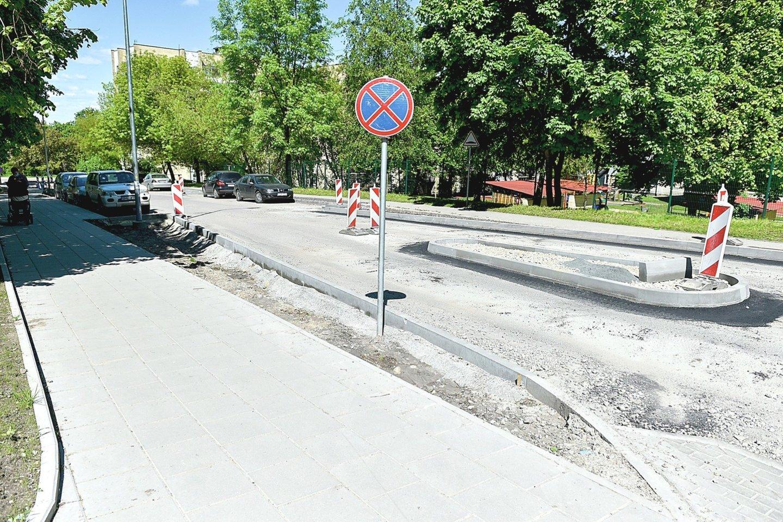 """Projektas vadinasi """"Ramaus eismo Šaltkalvių gatvė"""". Gyventojai svarsto, kaip šioje """"ramesnėje"""" vietoje dabar prasilenks du didesni automobiliai?<br>R.Danisevičiaus nuotr."""