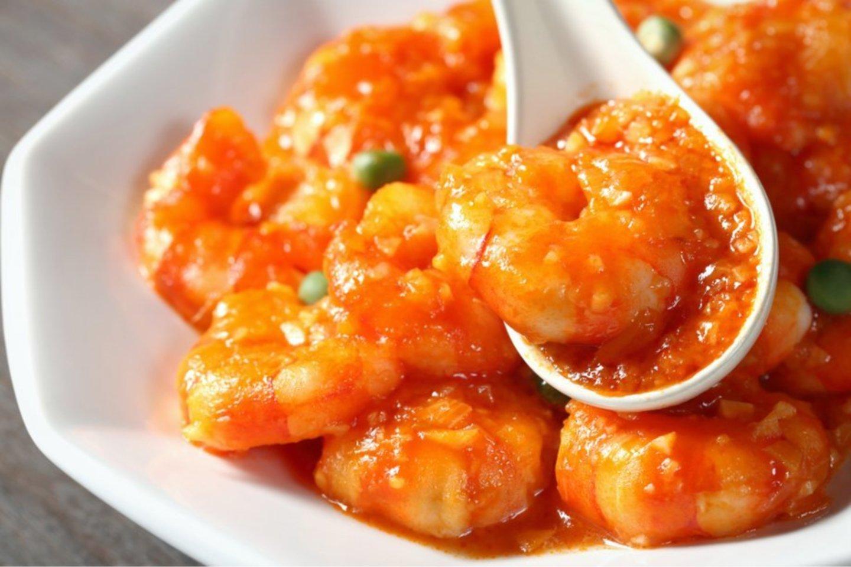Krevetės aitriųjų paprikų padaže.