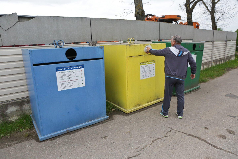Gyventojų skundai dėl perpildytų atliekų konteinerių – bevaisiai.<br>G.Bitvinsko nuotr.