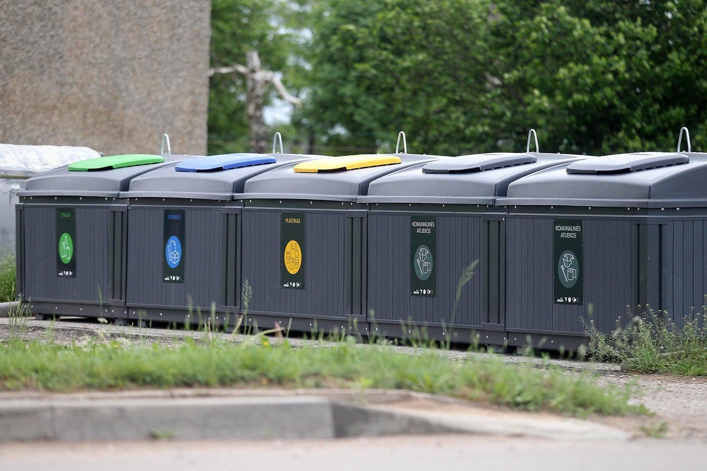 Gyventojų skundai dėl perpildytų atliekų konteinerių – bevaisiai.<br>A. Barzdžiaus nuotr.