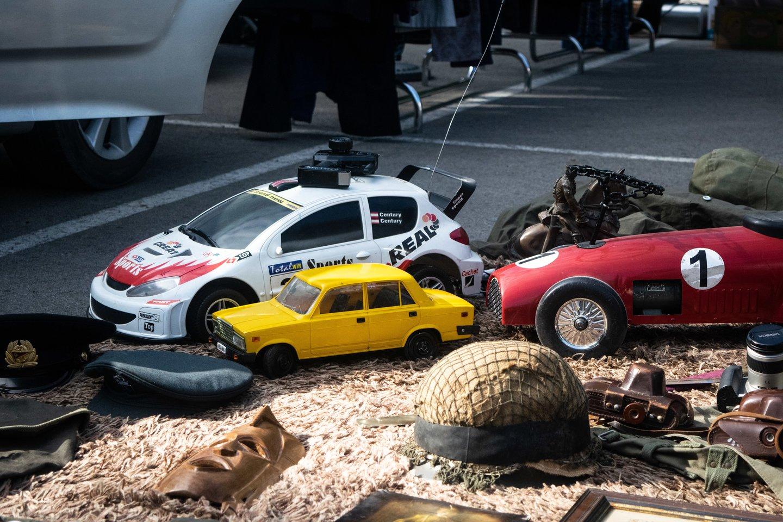 """""""Aukselių turgelis"""", įsikūręs automobilių aikštelėje prie Palangos stadiono.<br>I.Danieliūtės nuotr."""
