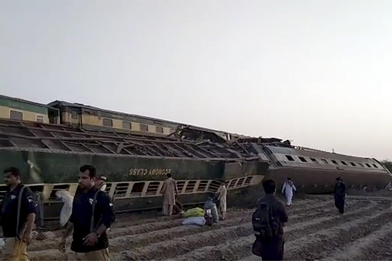 Pietų Pakistane susidūrus dviem traukiniams žuvo 25 žmonės.<br>AP/Scanpix nuotr.