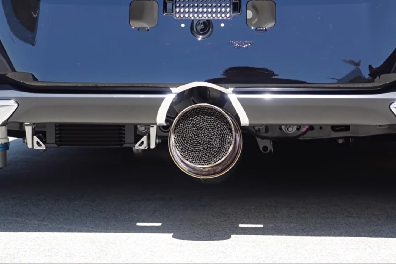 """""""Toyota"""" net neketina atsisakyti vandenilinių automobilių idėjos.<br>Stop kadras"""