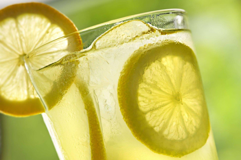Vanduo su citrina stabilizuoja apetitą ir gali užkirsti kelią alkio priepuoliams, nes jame yra augalinių medžiagų, balansuojančių cukraus kiekį kraujyje.<br>123rf nuotr.