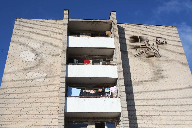Norėdami daugiau uždirbti, žmonės, įsigiję, pavyzdžiui, keturių kambarių butą senos statybos daugiabutyje jį paverčia keturiais vieno kambario butais ir juos išnuomoja.<br>M.Patašiaus nuotr.