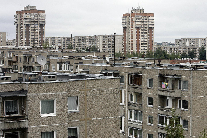 Norėdami daugiau uždirbti, žmonės, įsigiję, pavyzdžiui, keturių kambarių butą senos statybos daugiabutyje jį paverčia keturiais vieno kambario butais ir juos išnuomoja.<br>V.Balkūno nuotr.