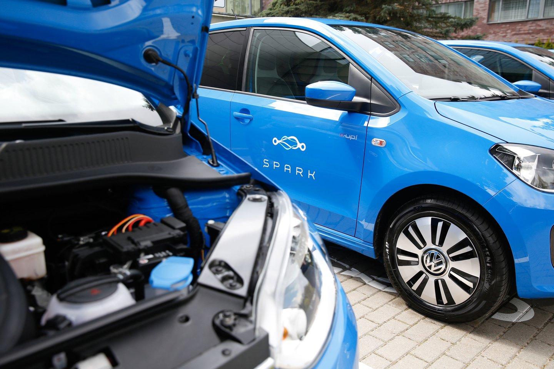 230 tūkstančių elektromobilių ir 60 tūkst. elektromobilių įkrovimo prieigų, kurių įkrovimo galia sieks apie 1000 MW – visa tai planuojama Lietuvoje turėti jau 2030 m.<br>T.Bauro nuotr.