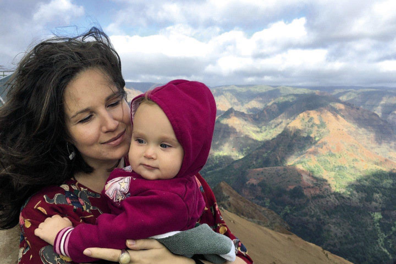 Havajuose gyvenanti lietuvių rašytoja Vaiva Rykštaitė (36 m.) ir jos vyras amerikietis Michaelas Winderis laukiasi trečiosios atžalos.<br>Asmeninio albumo nuotr.