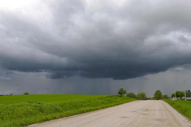 Sinoptikas: karštį keis lietus su perkūnija, tačiau labai neatvėsins.<br>V.Ščiavinsko nuotr.