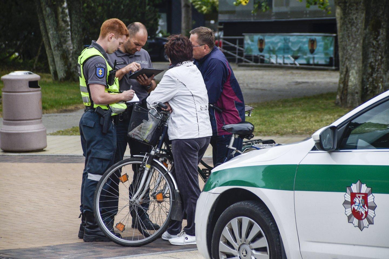 Sprendimas drausti važiuoti dviračiais, paspirtukais ir kitais elektrinio variklio varomais įrenginiais J. Basanavičiaus g., Palangoje, įsigaliojo prieš trejus metus.<br>V.Ščiavinsko asociatyvi nuotr.