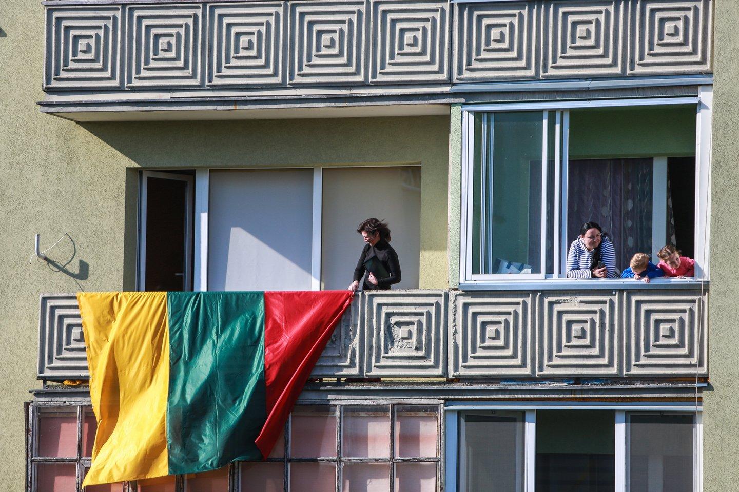 Renkantis naują būstą, balkoną kaip vieną svarbiausių kriterijų nurodo beveik pusė (47 proc.) Lietuvos gyventojų. Dažniau balkonais labiau domisi moterys nei vyrai, neretai teiraujamasi ir apie galimybę balkoną įstiklinti.<br>G.Bitvinsko nuotr.