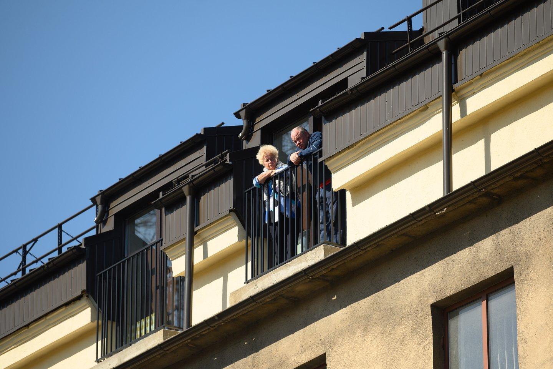 Renkantis naują būstą, balkoną kaip vieną svarbiausių kriterijų nurodo beveik pusė (47 proc.) Lietuvos gyventojų. Dažniau balkonais labiau domisi moterys nei vyrai, neretai teiraujamasi ir apie galimybę balkoną įstiklinti.<br>V.Skaraičio nuotr.