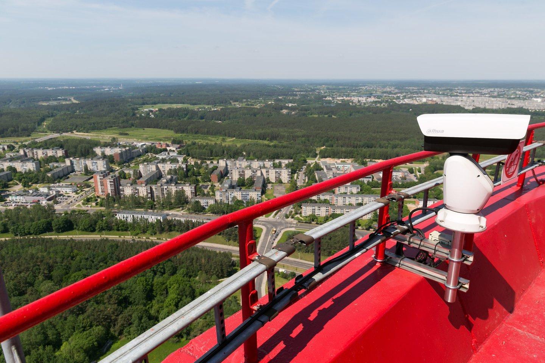 Jei lyja ir pučia gūsingas vėjas, į apžvalgos aikštelę lankytojai neįleidžiami, todėl, norint ten patekti, reikalinga išankstinė rezervacija.<br> T.Bauro nuotr.