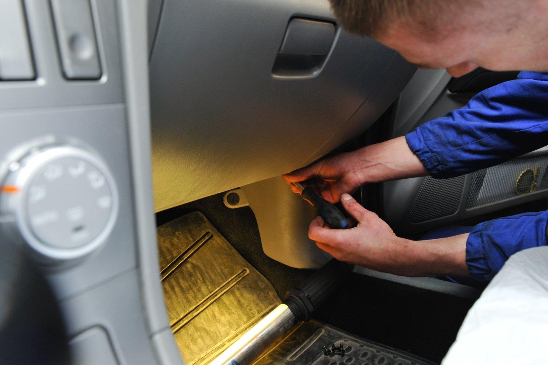 Autoservisai tvirtina – norint, jog pilnai funkcionuotų kondicionavimo sistema, būtina periodiškai ją užpildyti šaldymo skysčiu freonu.<br>V.Ščiavinsko nuotr.