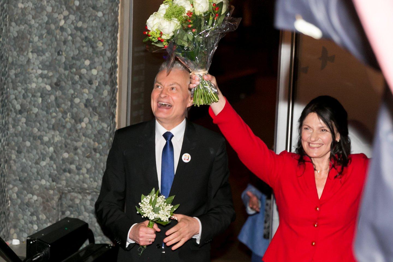 Gitanas Nausėda ir jo žmona prezidento rinkimų naktį.<br>T.Bauro nuotr.