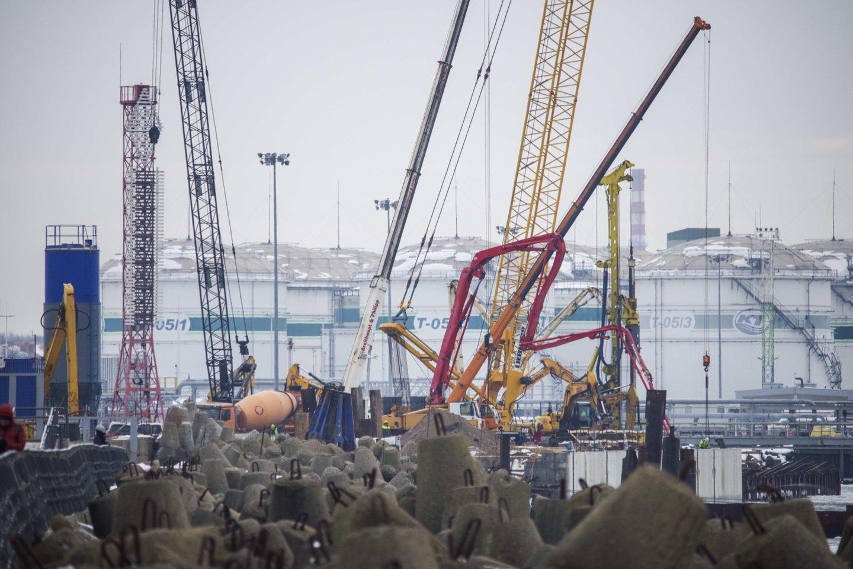 Latvijos, Estijos uostai krovinių kiekiu Klaipėdai kol kas ant kulnų nelipa, bet tai – laikina, nes toks Klaipėdos uosto atotrūkis verčia juos mobilizuotis.<br>V.Ščiavinsko nuotr.