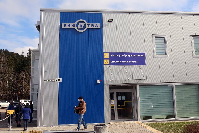 """Trečiadienį vidaus reikalų viceministras Vitalij Dmitrijev lankėsi VĮ """"Regitra"""" padaliniuose.<br>M.Patašiaus nuotr."""