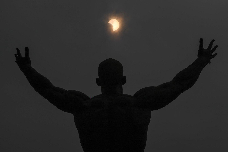 Ketvirtadienį pasaulis laukia įspūdingo astronominio reiškinio – pirmojo šių metų Saulės užtemimo.<br>Imago / Scanpix nuotr.