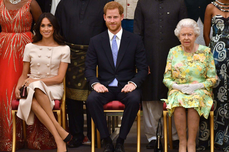 Meghan Markle, princas Harry ir Elizabeth II.<br>AFP/Scanpix nuotr.