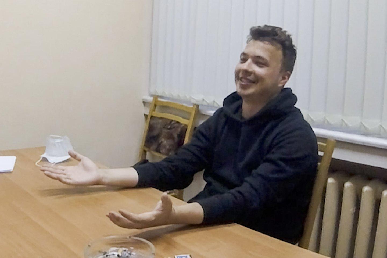 Baltarusijos režimas siekia diskredituoti opozicijos tinklaraštininką R. Pratasevičių.<br>Stop kadras.