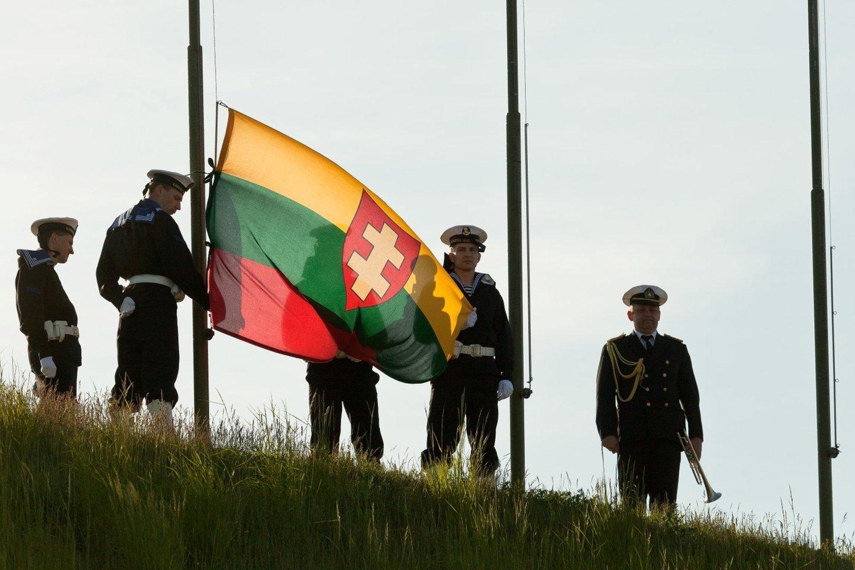 Jūrininkai iškels Lietuvos karo laivyno vėliavą.<br>LJM nuotr.
