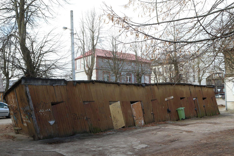 Nors NT plėtotojai įrodinėjo, kad mokestis būstą didmiesčiuose pabrangins kelioka tūkstančių eurų, ir šis bus taps dar sunkiau įperkamas, Vyriausybės neįtikino – įstatymo Žemės įstatymo projektas keliauja į Seimą.<br>M.Patašiaus nuotr.