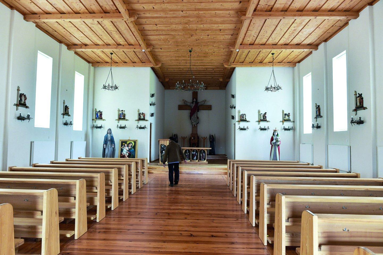 Altoriaus vietoje – įspūdingas kryžius.<br>V.Ščiavinsko nuotr.