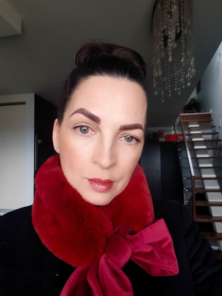 """Jurga Anusauskienė prieš plaukų pokyčius, permanentinį makiažą ir""""Fibroplast"""" procedūrą.<br>Asmeninio albumo nuotr."""