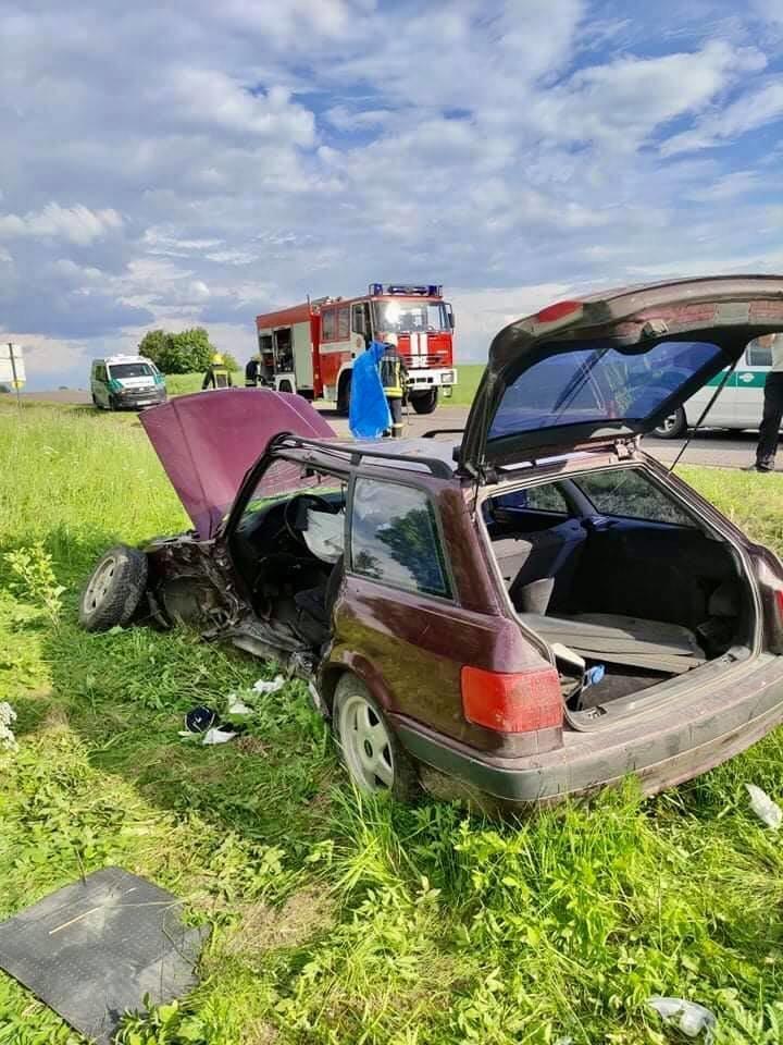 Per susidūrimą Ukmergės r. nukentėjo net 5 žmonės.<br>Facebook/Ukmergės priešgaisrinė gelbėjimo tarnyba nuotr.