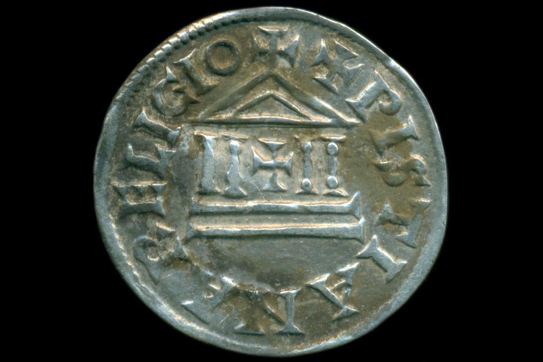 Monetos neturi žymių, kurios tiksliai parodytų, kur ir kada jos buvo nukaldintos – tačiau jų kilmę mokslininkai gali nustatyti pagal iškaltų lotyniškų raidžių formas.<br>Ostródos muziejaus nuotr.