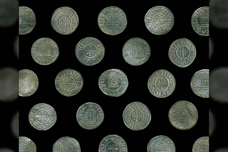Archeologai mano, kad naujai rastos monetos galėjo atkeliauti iš vikingų prekybos miesto Truso, kuris viduramžiais buvo įkurtas prūsų teritorijoje (dabar ši teritorija priklauso Lenkijai).<br>Ostródos muziejaus nuotr.