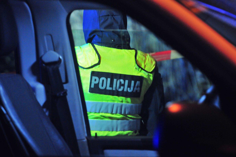 """Klaipėdos apskr. VPK Kelių policijos tarnybos pareigūnai vakar apie 21 val. uostamiestyje Medelyno g. sustabdė net 189 km/val. skriejusį """"Audi A8"""" vairuotoją.<br>A.Vaitkevičiaus nuotr."""