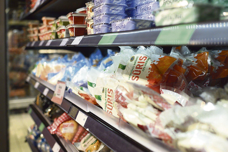 Per karantiną uždaryti restoranai kirto lietuviškų sūrių eksportui.<br>V.Balkūno nuotr.