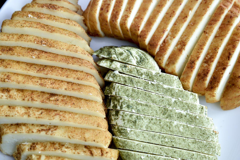 Per karantiną uždaryti restoranai kirto lietuviškų sūrių eksportui.<br>V.Ščiavinsko nuotr.
