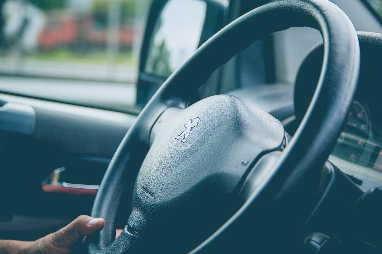 """Prancūzijos automobilių gamintojai """"Peugeot"""" Prancūzijoje gresia baudžiamoji byla """"dyzelgeito"""" skandale.<br>www.unsplash.com nuotr."""